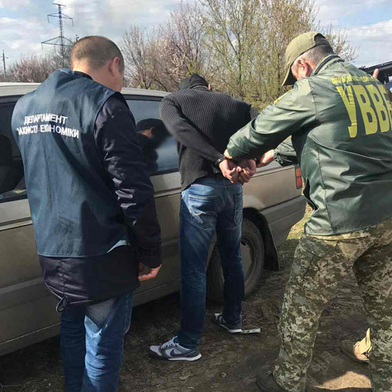 На блокпосту в зоні АТО чоловік показав паспорт «ДНР» (фото)