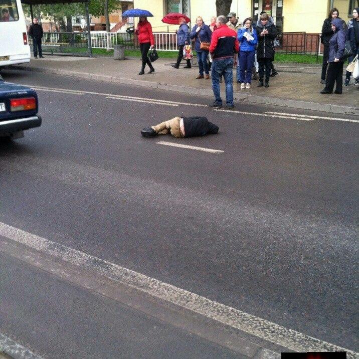 У Львові швидка переїхала підлітка, якого збив автомобіль: фото