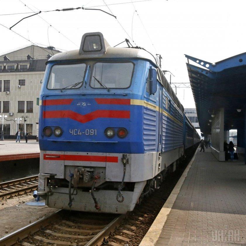 Провідники поїзда «Київ-Маріуполь» допомогли вночі з'явитись на світ дівчинці