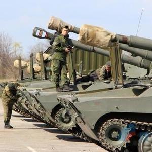 Бойовики «ЛНР» готуються до «параду Перемоги» (фото)