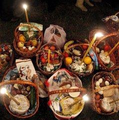 «Христос Воскрес!!!»: християни по всьому світі збираються сьогодні за святковими столами