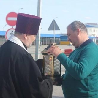 Благодатний вогонь передали в окупований Український Крим (фото)