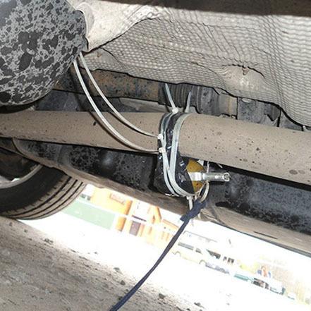 На Хмельниччині київському підприємцю прикріпили до автомобіля гранату
