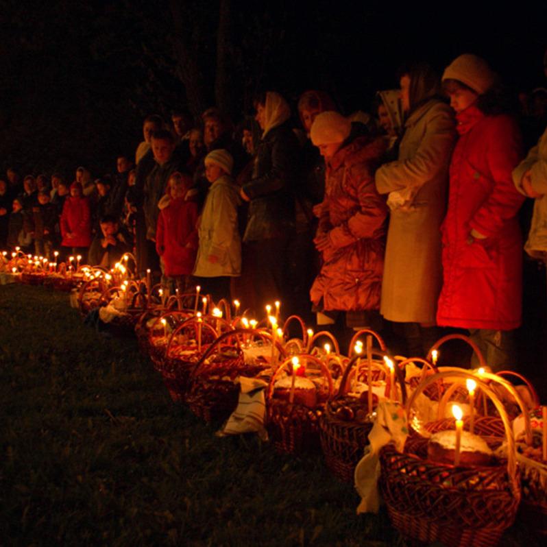 У мережі з'явилося вражаюче відео великодньої ночі в Ужгороді (відео)