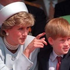 Принц Гаррі розповів, що втрата матері в юному віці й подальше стримування емоцій залишили серйозний вплив на його життя