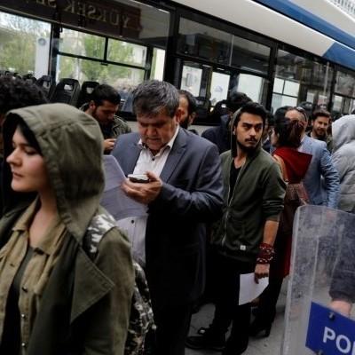 У Туреччині люди масово подаватимуть апеляції для анулювання результату референдуму (фото)