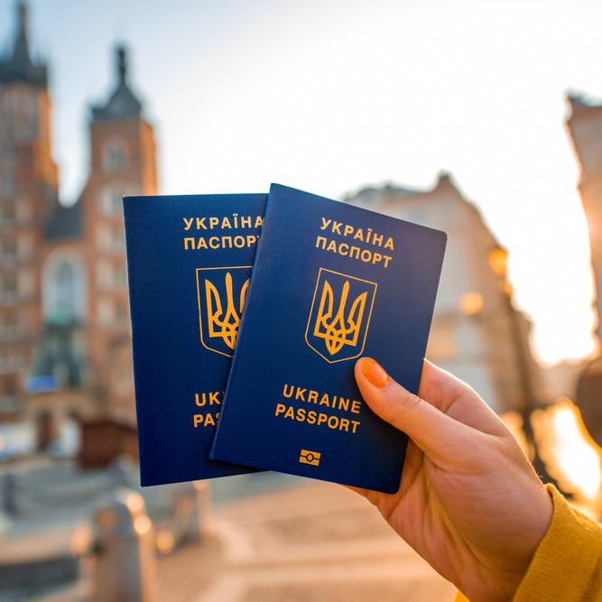 Україна повинна готуватись до масового повернення заробітчан, - Валерій Коновалюк