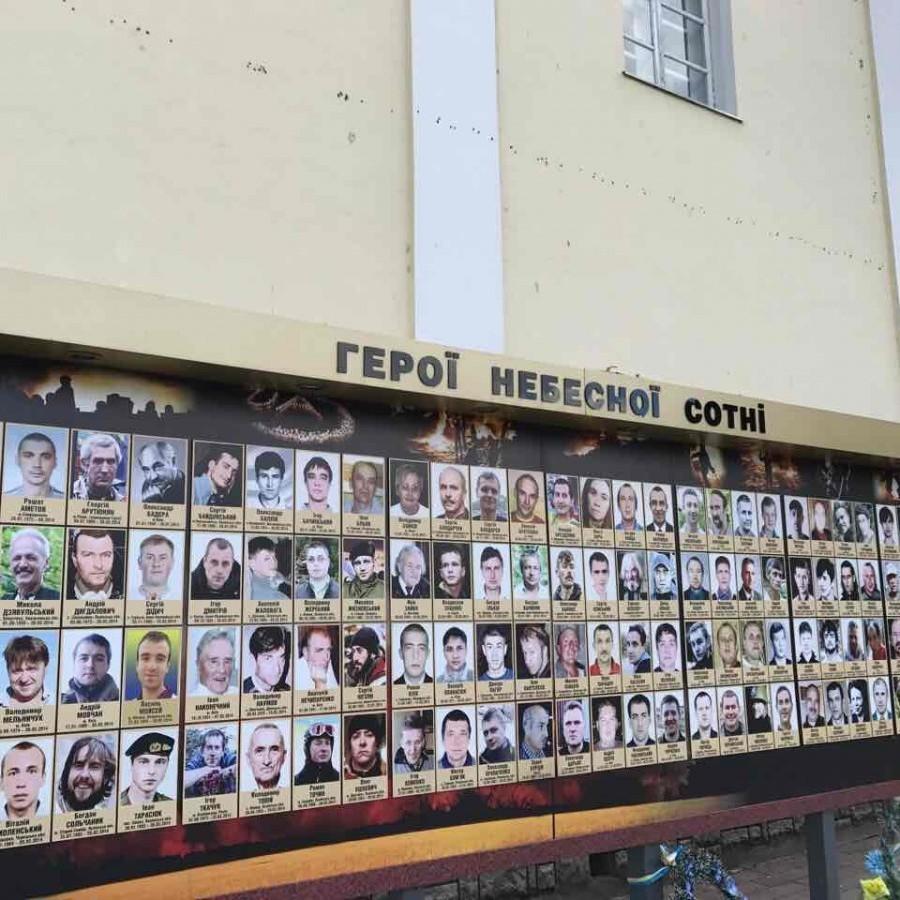 «Прошу не молитися за упокій моєї душі»: У Луцьку ім'я чоловіка помилково написали на стелі Героїв Небесної сотні
