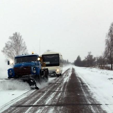 80 одиниць снігоприбиральної техніки працюють на дорогах Харківщини сьогодні вночі