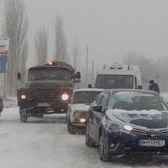 У Дніпрі та на Харківщині тимчасово обмежили рух транспорту через сніг