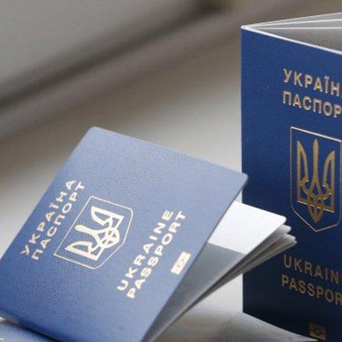 На засіданні Кабміну розповіли, як працюватиме безвізовий режим і біометричні паспорти