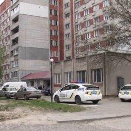 У Львові хлопець спочатку зарізав дівчину а потім сам викинувся з вікна