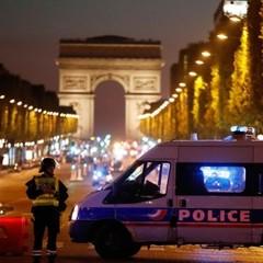 Стрілянина у центрі Парижа. Одного поліцейського вбито