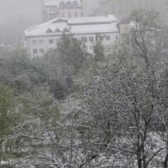Сьогодні в Україні очікується прохолодна погода, пройдуть дощі і сніг