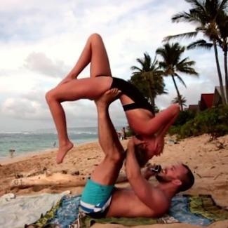 Американець запропонував коханій одружитись під час заняття йогою (відео)