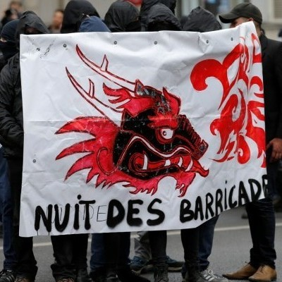 У Парижі люди вийшли на акцію протесту проти президентських виборів (фото)