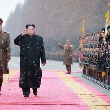 Північна Корея погрожує потопити американський авіаносець