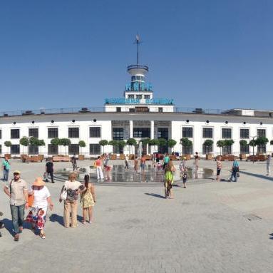 Оновлену Поштову площу в Києві відкриють за тиждень