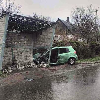 На Донеччині водій врізався в автобусну зупинку: п'ятеро постраждалих (фото)