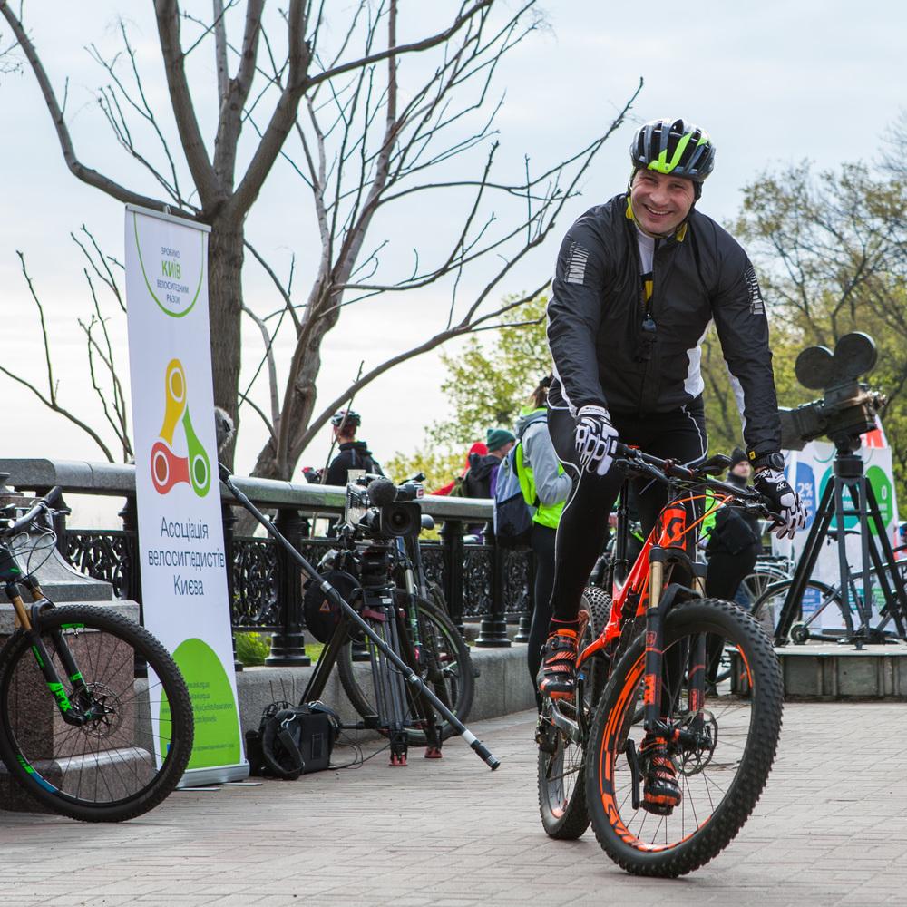 Віталій Кличко повідомив про можливість запуску суміщених смуг руху для громадського транспорту та велосипедистів