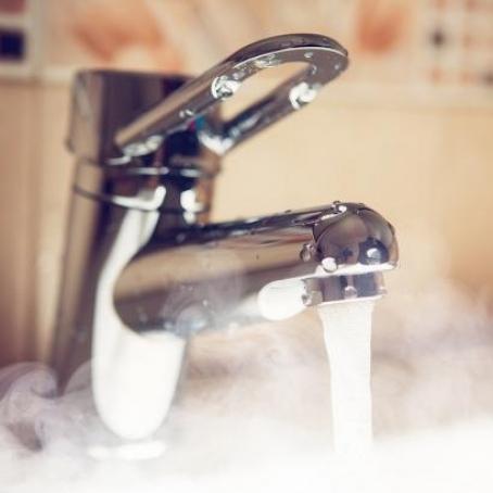 Майже тисяча будинків у Києві залишились без гарячої води