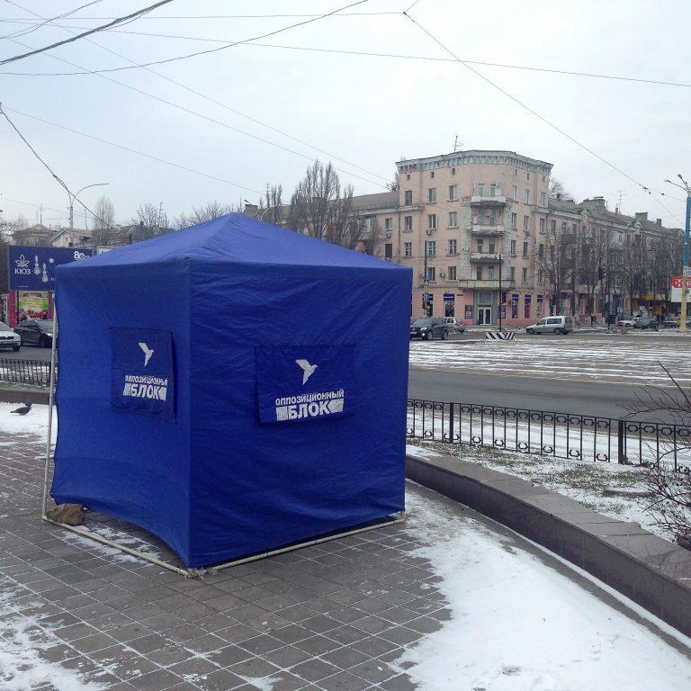 «Зупинити нацизм і захистити російську мову»: в Луганській області в наметах Опоблоку роздають листівки з риторикою 2014 року