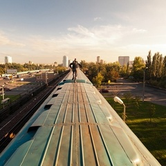 40% опіків: 18-річний киянин вирішив покататися на даху електропотягу