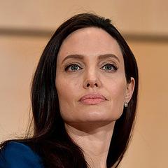 З'явилося відео розкішної вілли, яку Анджеліна Джолі придбала за 25 мільйонів доларів (фото, відео)