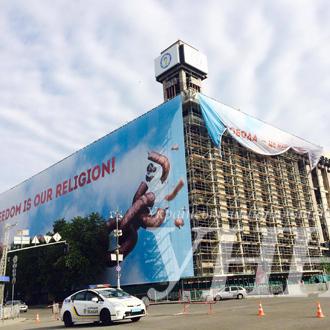 У Києві Будинок профспілок «перевдягнувся» до Євробачення