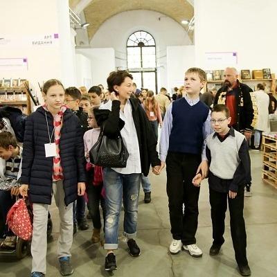 У Києві волонтери організували безкоштовні екскурсії для дітей із обмеженими можливостями