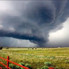 З'явилося моторошне відео торнадо у Техасі