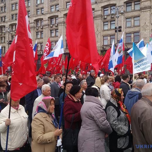 «Першотравню бути!»: У Києві люди вийшли на мітинг (фото)