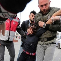 Першотравневі акції у Стамбулі проходять із сутичками між поліцією і демонстрантами (фото)