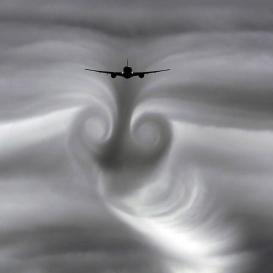 Пасажир «Аерофлоту» розповів про жахливу картину у російському літаку під час потрапляння у зону турбулентності