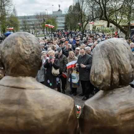 У Польщі відкрили пам'ятник Лєху та Марії Качинським (фото)