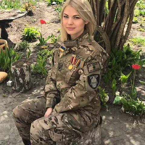 Краса української дівчини-бійця ЗСУ захопила соцмережі: фото