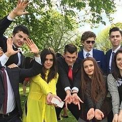 Діти президента Порошенка взяли участь у фотозйомці для випускного альбому у британському коледжі «Concord», де навчаються (фото)