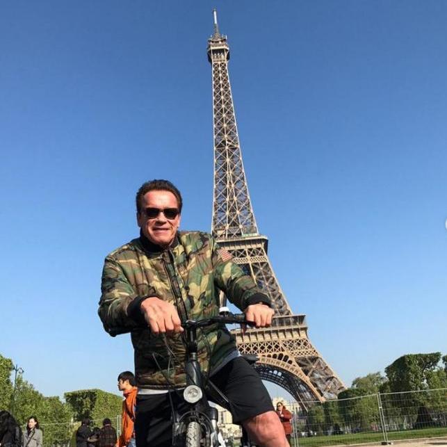Шварценеггер зіпсував фотографію тайським туристам в Парижі (фото)