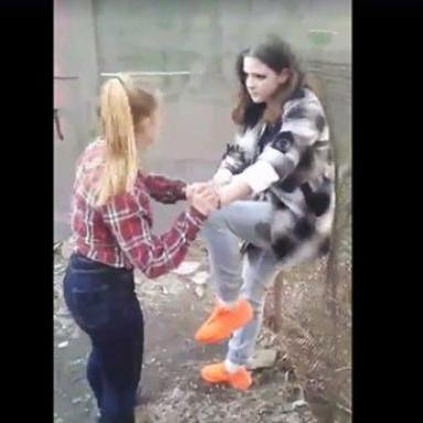 Гучне побиття школярки в Чернігові: поліція оголосила підозру лише одній нападниці