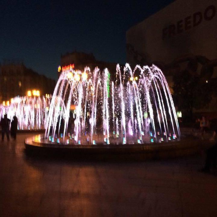 У Києві запрацювали музичні фонтани. Опубліковано фото та відео