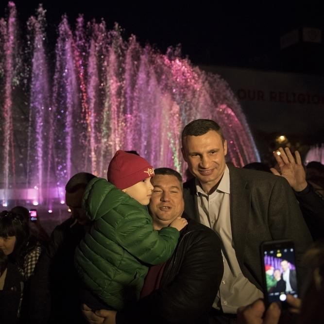 Віталій Кличко відкрив світломузичний фонтан на Майдані Незалежності (фото)