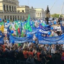 Антиурядовий протест у Варшаві: вийшли десятки тисяч людей