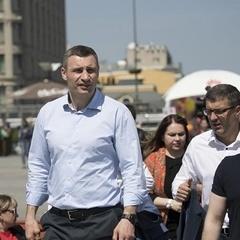 Віталій Кличко відкрив наземну частину Поштової площі та скульптурну композицію на честь засновників Києва