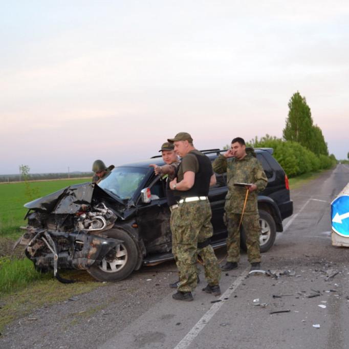 На Донеччині нетверезий водій позашляховика протаранив блокпост (фото)