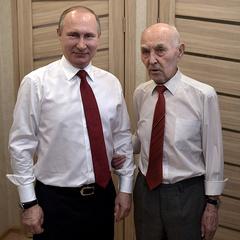 Путін привітав з 90-річчям свого екс-начальника - резидента КДБ в Німеччині (фото)