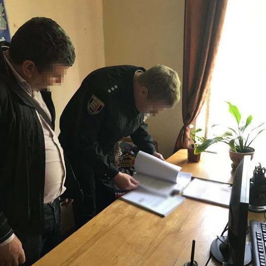 В Ужгороді слідчий поліції вимагав 300 доларів за непритягнення до кримінальної відповідальності
