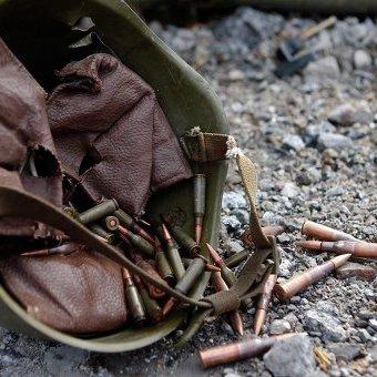 У Дніпрі навколішки попрощалися із трьома загиблими в зоні АТО військовими (відео)