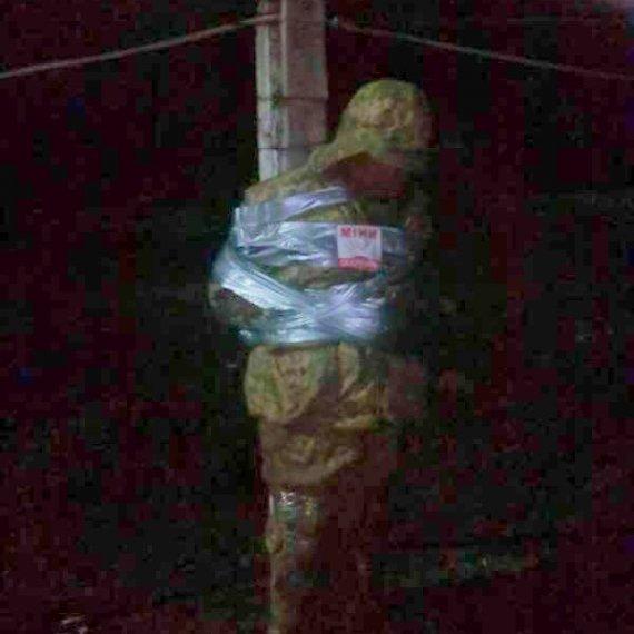 Бійці АТО прив'язали п'яних офіцерів до стовпа ганьби (фото)