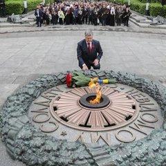 Ми більше не святкуватимемо День перемоги за російським сценарієм, – Порошенко
