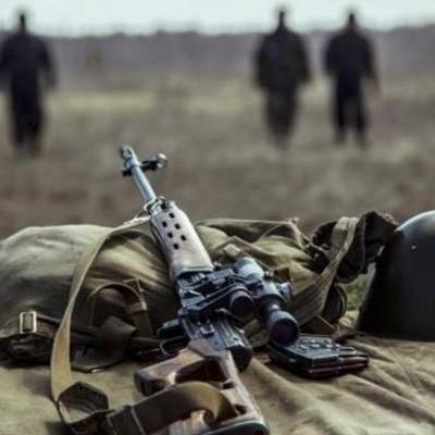 Біля Луганського внаслідок обстрілу з боку бойовиків 9 травня загинув український військовик, - штаб